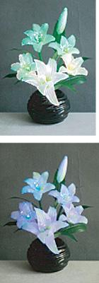 LEDで光る造花 ルミナス百合(1台)の写真