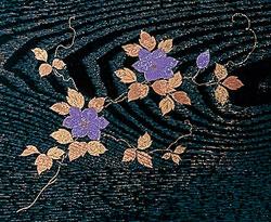 二月堂机 棚板付[黒(フチ金)]蒔絵鉄仙(サイズ3種類)の写真