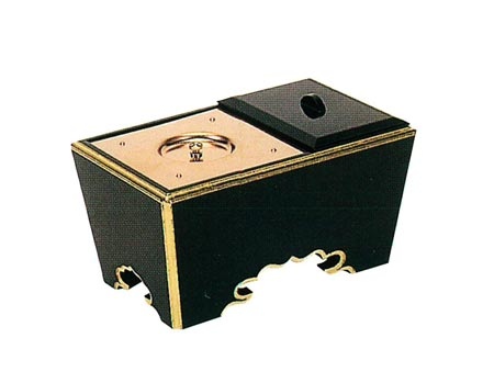 角香炉[黒塗渕金箔押](オトシ蓋付)サイズは4種類の写真