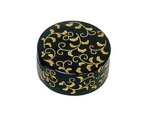 唐草 木質ワンタッチ式塗香合 2.7寸[黒塗][紙箱入]の写真