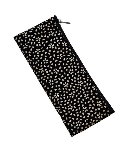 印伝調 ペンケース型 念珠袋【白桜柄】の写真