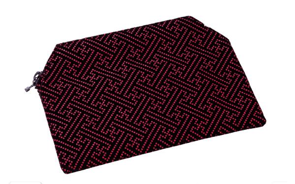 印伝調ファスナー付念珠袋[サヤ エンジ]の写真