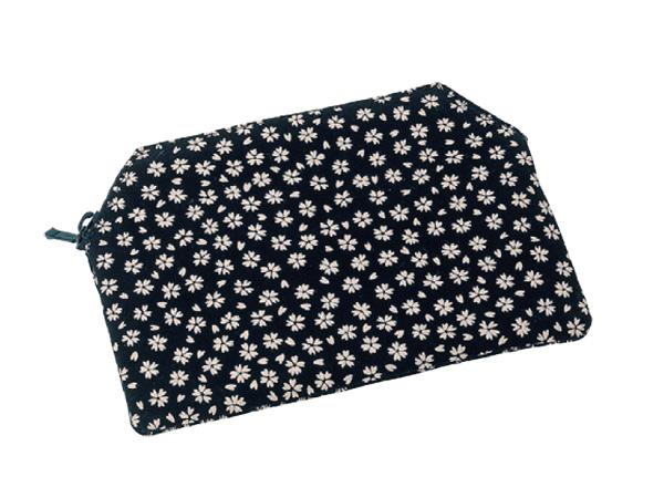 印伝調ファスナー付念珠袋[小桜黒]の写真