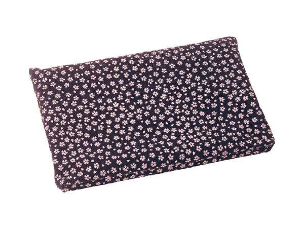 印伝調ファスナーバッグ[小桜ピンクジ](サイズは3種類)の写真